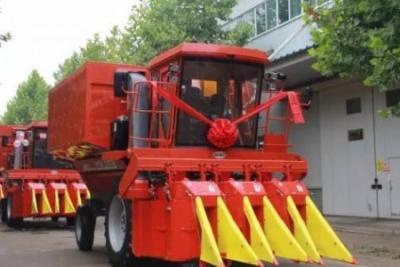 中农机第二代采棉机成功下线