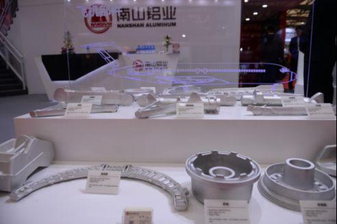南山铝业亮相上海国际铝展发布产品研发新成果