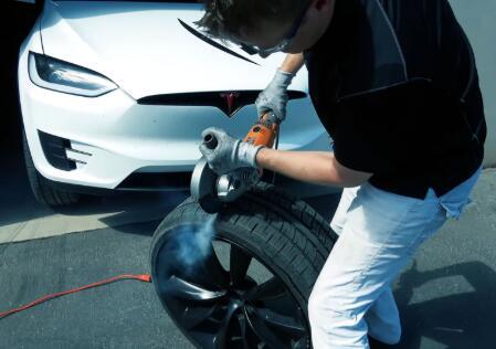 特斯拉黑科技:轮胎中使用了隔音泡沫
