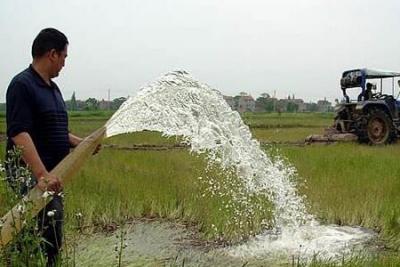 湖北旱情致816万亩农作物受灾 农机上阵保丰收