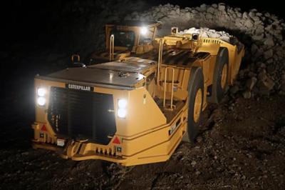 卡特彼勒研发的首款纯电动采矿设备——R1300电动铲运装载机