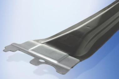 德国研发激光与模压成型工艺 用于制作宝马7系顶梁