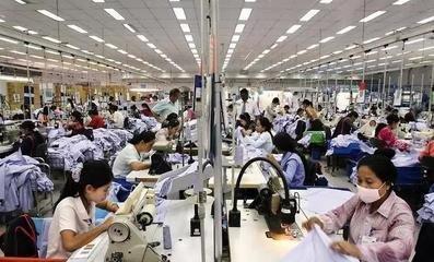 柬埔寨鞋厂员工又闹涨工资 增加到250美元才够每月费用