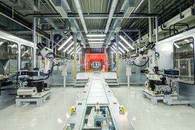 杜尔新一代七轴涂装机器人进驻重庆金康 打造功能完备的智能工厂