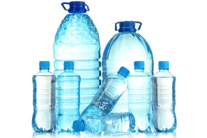 国外桶装矿泉水瓶用这机器清洗太糟心,网友:水1周才换一次吧?