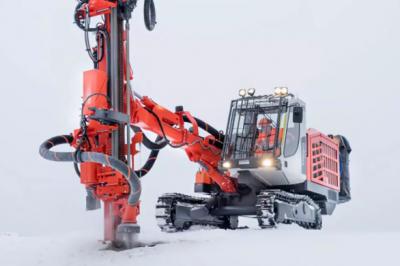 传奇归来!临工矿山发布ST120全液压露天顶锤式钻机