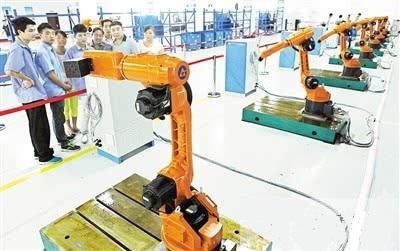 """重庆广数:一台重庆""""血统""""焊接机器人可顶7个焊工"""