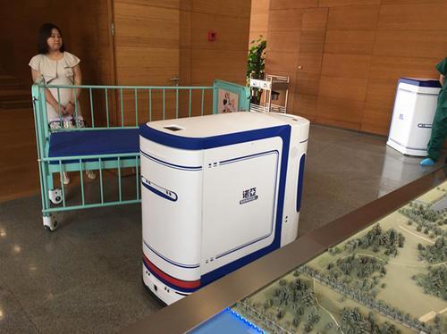 """AGV无人搬运车进入上海医院,会""""坐""""电梯能避障碍"""