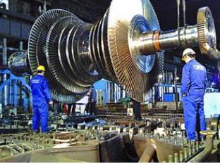 东方电机制造的四川首台百万千瓦发电机定子桥式车组正式起运