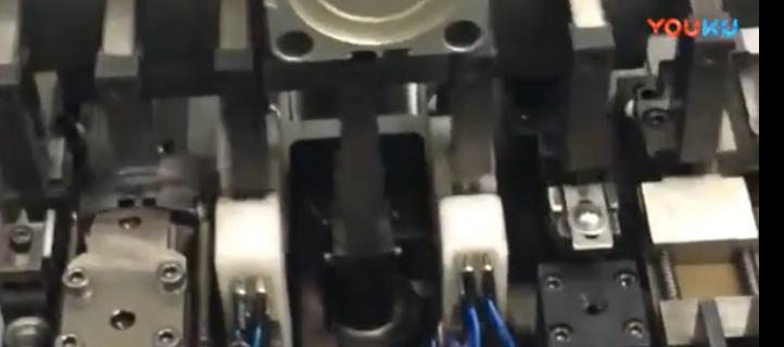 一台电容成型机,可稳定的为电容器进行弯角,成型,测试