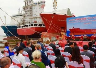 我国首型双燃料支线集装箱船在黄埔文冲命名