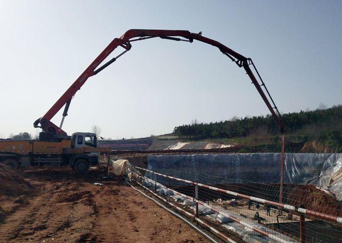 鄂北工程3.8米最大液控蝶阀设备通过出厂验收