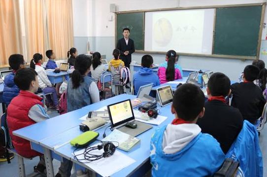 """捆绑销售的电子书包让杭州家长感到了""""减负""""的压力"""