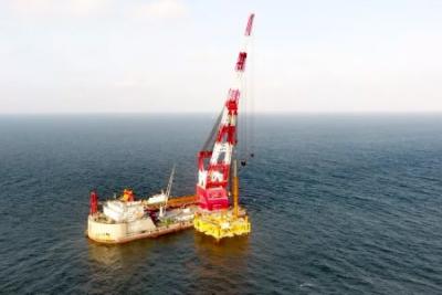 中广核阳江南鹏岛40万千瓦海上风电项目首台风机沉桩完成