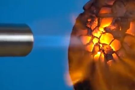 850℃高温热风枪对准椰子猛喷, 椰子直接变龙蛋!