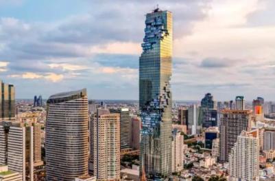神转折! 泰国第一高楼白天被嘲笑烂尾楼, 结果晚上一开灯, 神奇的事发生了