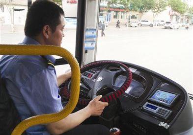 应急管理部要求完善公交车、长途客车驾驶员安全防护设施