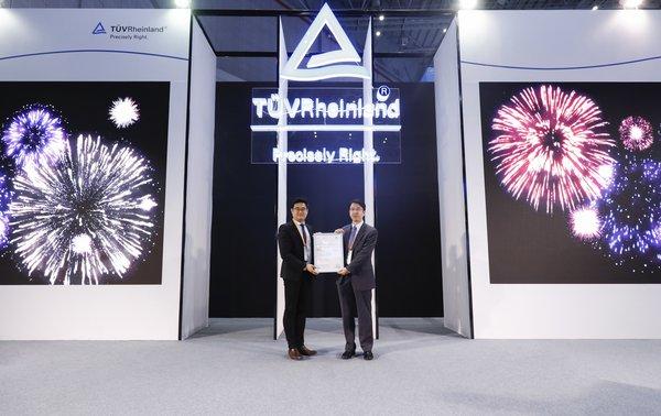 TUV莱茵进博会发布《电子显示产品蓝光管理白皮书》