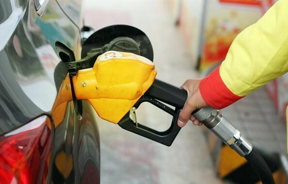 成品油价最大降幅时间:11月16日24时,加满一箱油少花17元