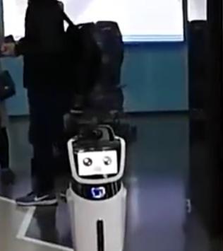 """全国首家""""无人银行""""亮相,智能机器人能代替人类"""
