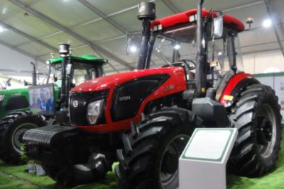 东风农机携东风牌2204型重型拖拉机亮相2018全国新农民新技术创业创新博览会