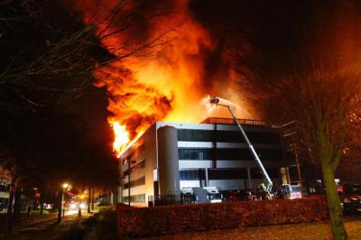 光刻机巨头ASML供应商失火,是否影响紧俏的 EUV 机台受注目