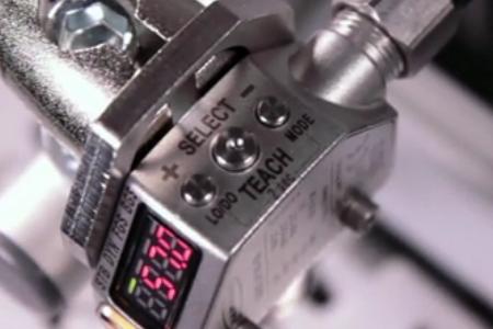 邦纳 Q4X 激光测距传感器