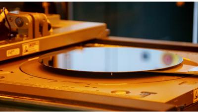 武汉新芯基于其三维集成技术平台的三片晶圆堆叠技术研发成功