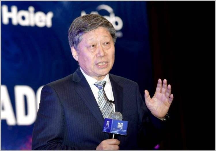张瑞敏重塑海尔:张瑞敏在海尔创业初期就提出了只有创业没有守业