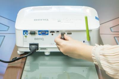 明基BenQ智能商务E580投影机助力开启倍速模式!