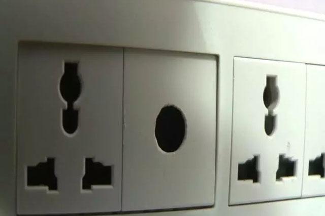 西安麦子快捷酒店插座暗藏摄像头事件:16G储存卡已拍14G,约1200个视频