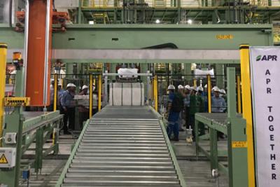 赛得利(印尼)首条12.5万吨粘胶短纤生产线项目成功打包出丝