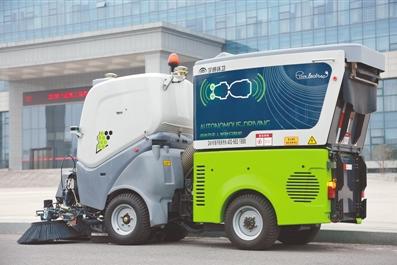 宇通重工首款纯电动无人驾驶扫路机完成试运行 即将投入市场