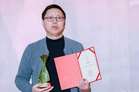 """生活家地板马富宾荣膺""""2018中国家居品牌百强经理人"""""""