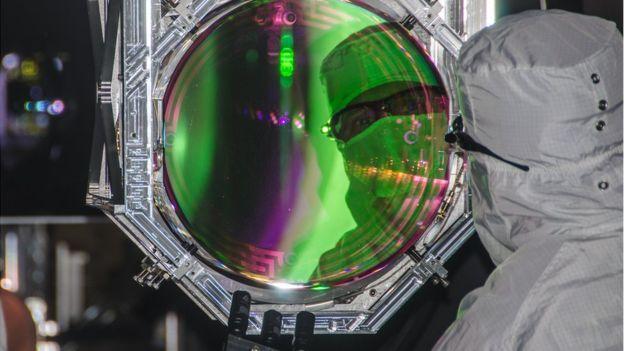 LIGO和VIRGO激光干涉仪探测到引力波 由最大黑洞合并而成