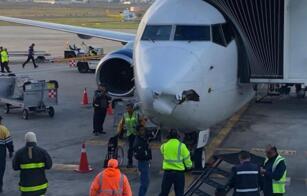 墨西哥航空波音737客机疑似撞上无人机,机头受损严重