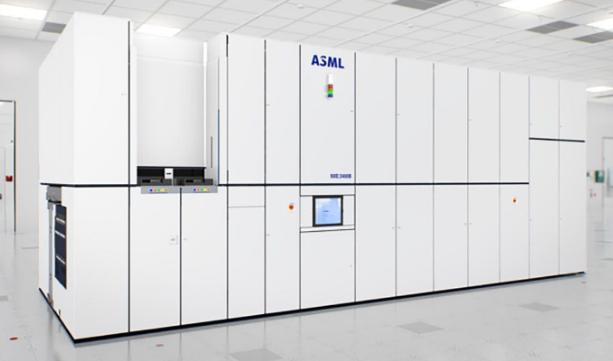 中国造出光刻机:能生产22纳米芯片,曾花1.2亿美元买1台