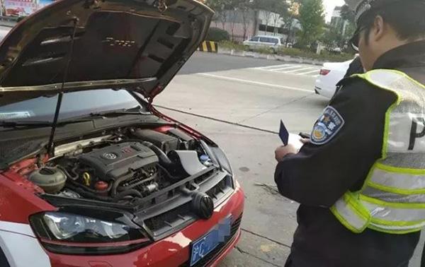 """上海交警配备噪音分析仪 黑科技锁定""""炸街""""车辆"""