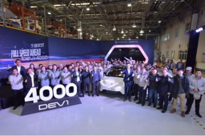 新特汽车与一汽轿车合作第4000台新特DEV 1下线