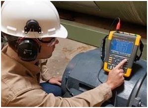 使用Fluke MDA-550 Motor Drive Analyzer测量电动机轴的电压放电