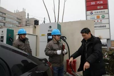 中国石化携手国家电网打造国内首座能充电的加油站