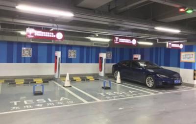 特斯拉为国内电动汽车超充站装智能地锁