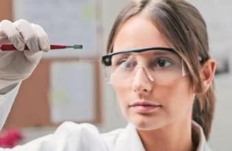 国外首次采用微流体技术制造宏观石墨烯纤维