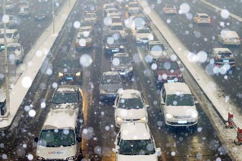 除雪黑科技!北京首次启用高速公路降雪结冰预警系统