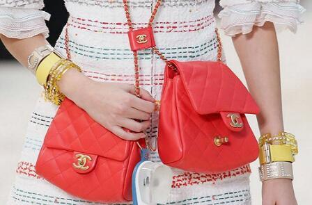 Chanel推出双挎袋新包Side Packs引热议