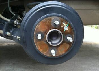 碟刹和鼓刹的区别,哪个安全?以及电动车碟刹怎么调松紧?
