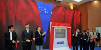 华南高能激光研究院研发首根单纤万瓦级高功率光纤