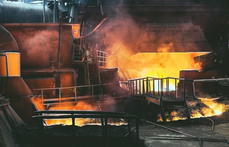 """高炉炼铁工艺未来发展趋势分析 用氢还是""""跨界组合""""?"""