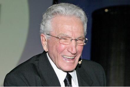 世界上最伟大的汽车销售员乔.吉拉德去世 曾连续12年荣登世界吉斯尼记录大全