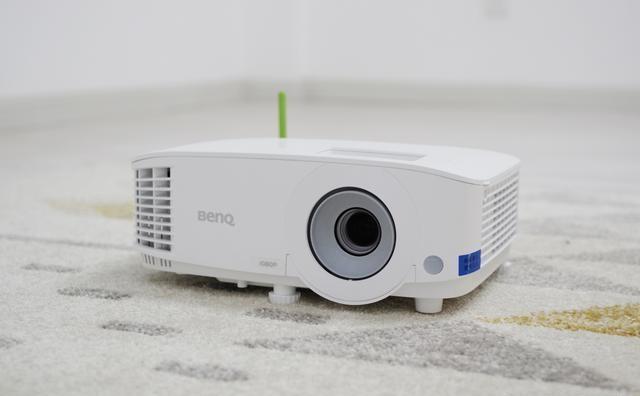 明基E580全新无线投屏投影机 一款主打办公的投影仪